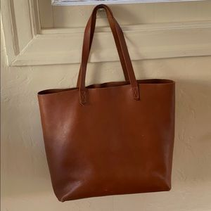 Madewell - Transport Tote in English Saddle color